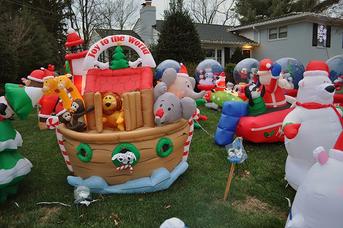 Inflatable christmas decorations home design tips and guides for Inflatable christmas decorations