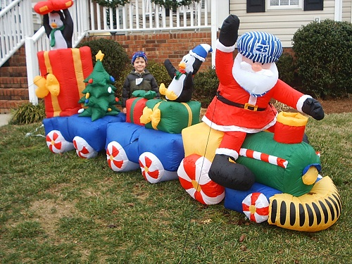 Inflatable christmas decorations home design tips and guides for Large outdoor christmas decorations for sale