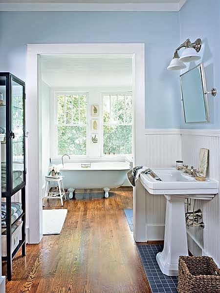 Cottage bathroom ideas home design tips and guides for Small country bathroom designs