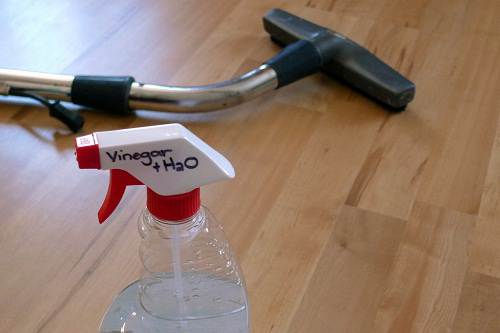 How to Clean Laminate Floors with Vinegar