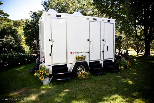 Portable Bathrooms for Outdoor Weddings