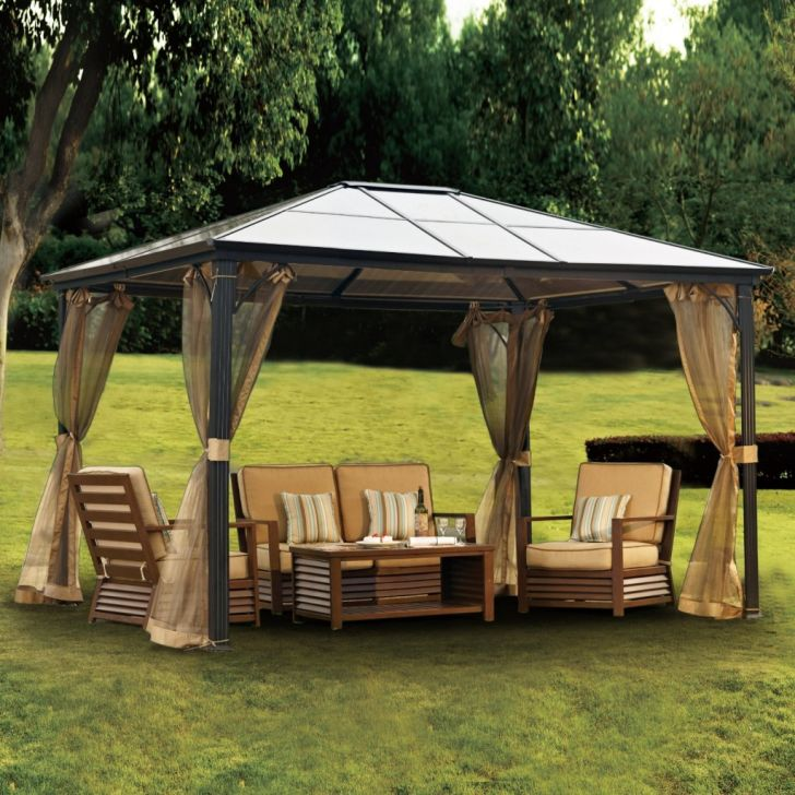 Outdoor Gazebo Design Features an Aluminum and Polycarbonate Roof with a Steel Frame