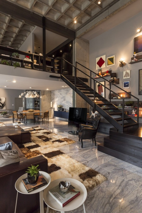 Beautiful Home with Artistic Touch